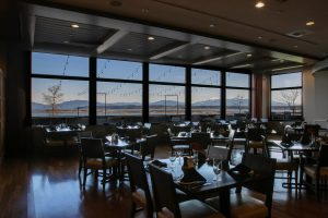 13moons-dining-restaurant-seating-reservations-steak-seafood